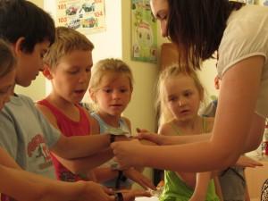 Ржевская Анна на уроке с детьми