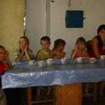 Семейный вечер - дети за столом