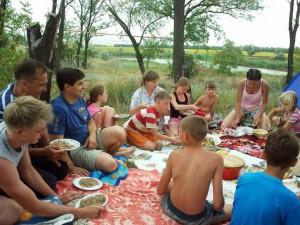 Отдых у озера - обед