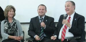 Джеймс  и Камилла Гилли с переводчиком
