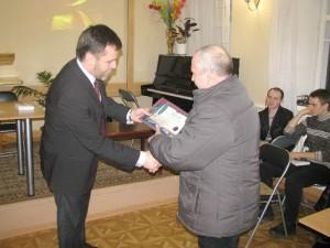Пастор Владимир Шестопалко отмечает лучших знатоков