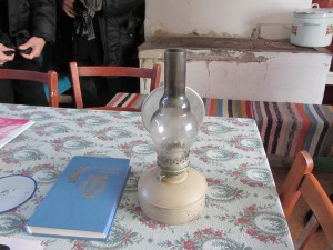 При свете этой лампы проходят вечерние служения в церкви