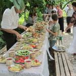 Угощение во дворе церкви