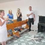 Глухонемые девятой общины поют