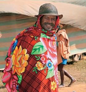 Житель Мадагаскара в национальной одежде
