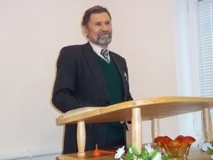 Пастор Сергей Молчанов на посвящении мол дома в Купянске