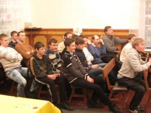 Молодёжь во время встречи