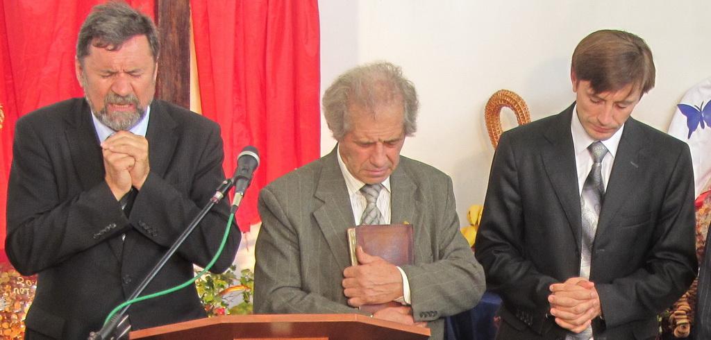 Пасторы молятся