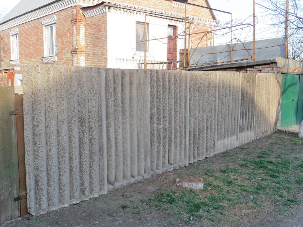 Забор своими руками из шифера фото 61