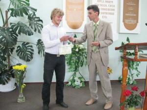 Пастор Виталий Олейник поздравляет Сергея
