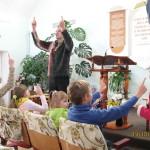 Пение на языке жестов под руководством Юрия Суханова