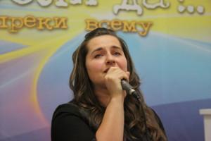 Поет Оксана Перерва