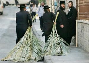 Современные иудеи празднуют праздник кущей