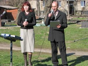 Поют Алина Федирко и Валерий Устинов