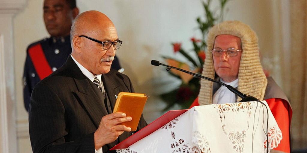 Джайоджи Коноузи Конроут приводится к присяге как новый президент Фиджи в Суве в четверг, 12 ноября. (Все фотографии: правительство Фиджи)