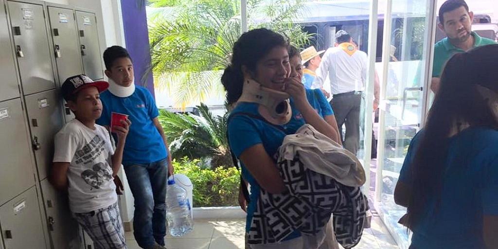 Следопыты в больнице в Куэрнаваке, Мексика, после аварии их автобуса. (Роберто Куерво / Facebook)