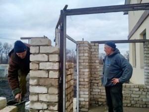 Продолжается строительство дома для инвалидов