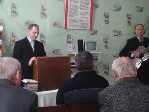 Поет Станислав Плеско