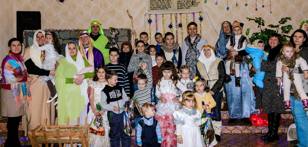 Участники и гости детского праздника