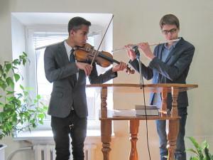 Играют Эмиль и Илья