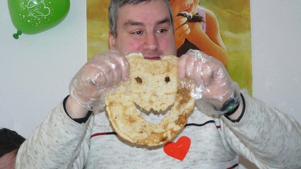 Андрей Цыбаков участник конкурса с блинами