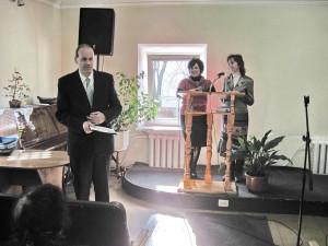 Максим Дидук читает стихотворение
