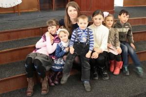 Дети с руководителем отдела