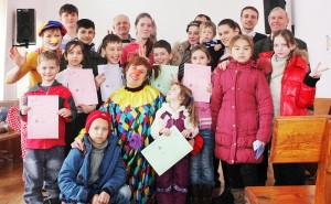 Дети с клоуном Натальей Макарусь