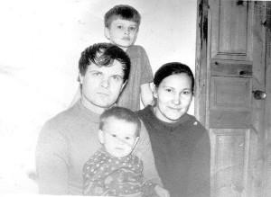 Архивное фото семьи Жуковых