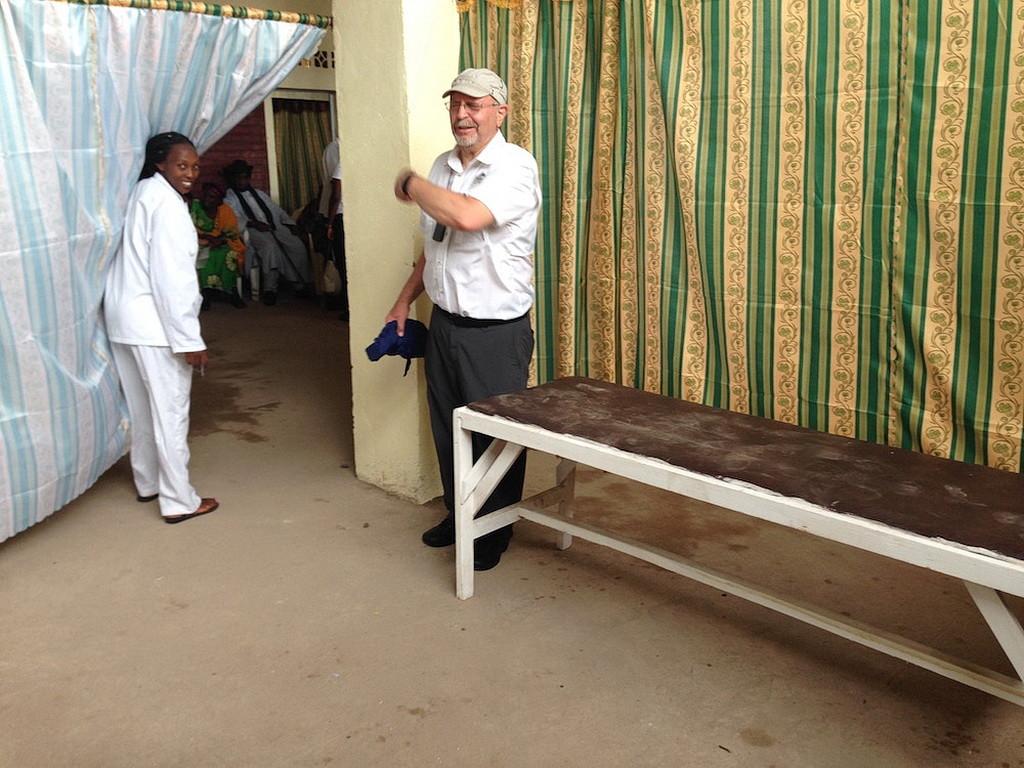 Один из самодельных врачебных кабинетов, где осматривают пациентов.