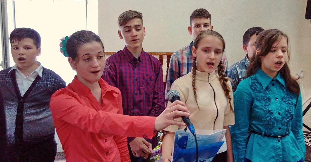 Поют семиклассники