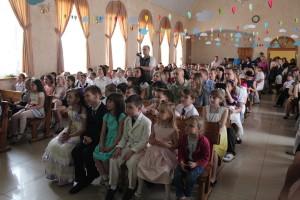 В зале церкви