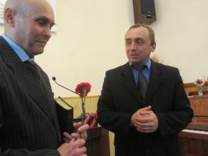 Пресвитер 6 церкви Александр Печерский приветствует нового пастора