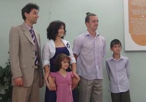 Виталий Олейник и его семья