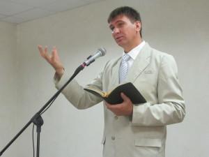 Проповелует Александр Слюсярский