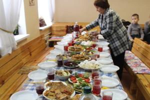 Приготовления к праздничному обеду