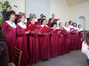 Хор поет на юбилейном служении в Запорожье