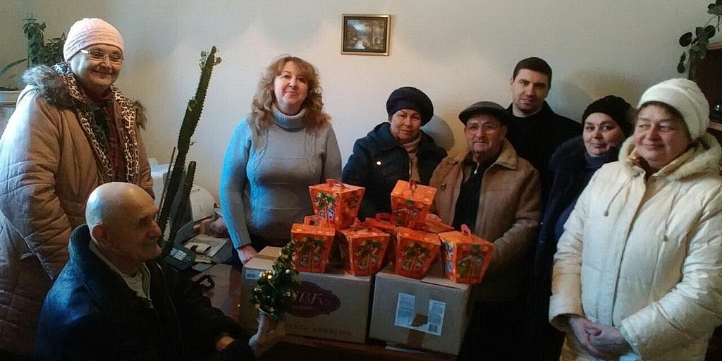 Перед Новым Годом адвентисты Изюма порадовали глухих детей подарками