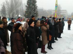 Зрители на площади Фестивальной