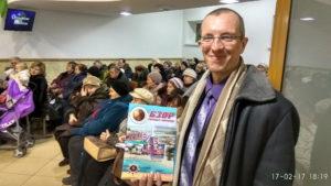Геннадий Чурсин распространяет журналы