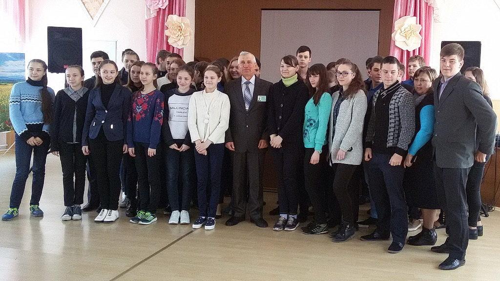 Виктор Плосконос с молодёжью