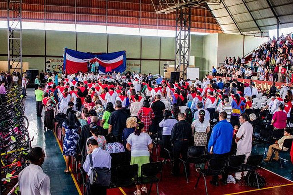 Часть программы прошла на баскетбольной арене в Holguín, Куба. [Фото: Университет Эндрюса]