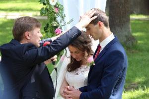Алексей Тытянечко совершает молитву благословения