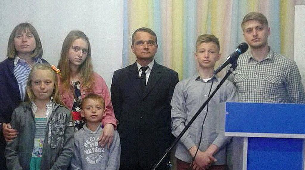 Семья Козырь на служении рукоположения