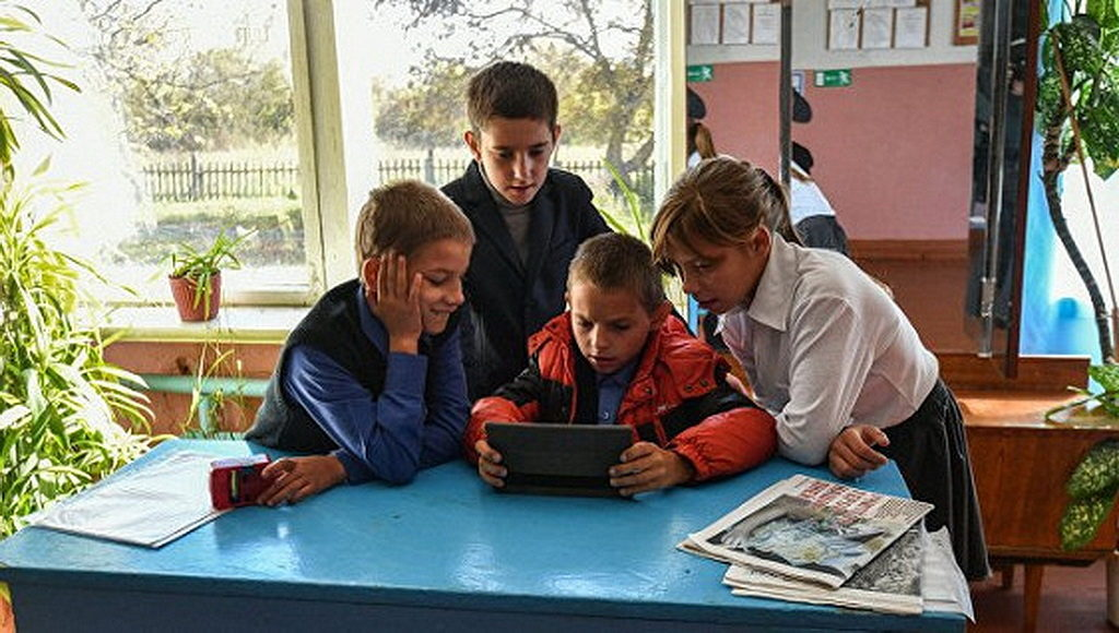 Третьеклассники теряют зрение из-за гаджетов