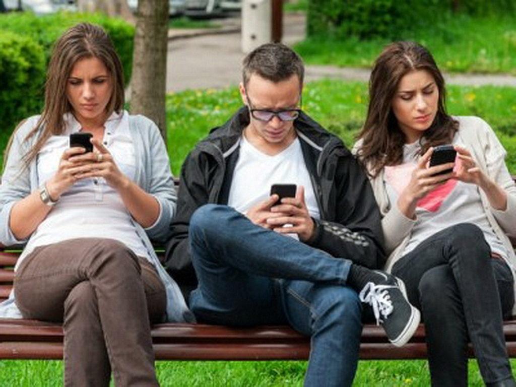 Специалисты назвали причину зависимости от смартфонов
