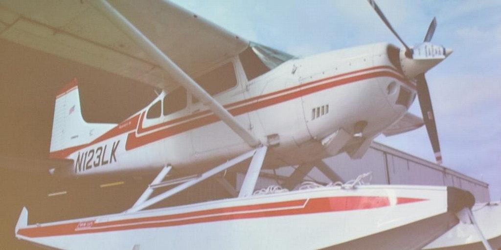 Миссионерский самолет-амфибия служит на севера Канады