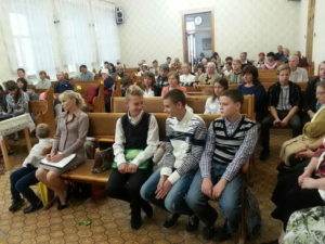 Мелитопольская церковь провела служение посвящения на тему выбора жизненного пути