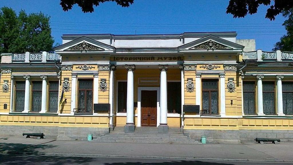 Історичний музей Дніпра запрошує подивитися на «Величну Біблію»