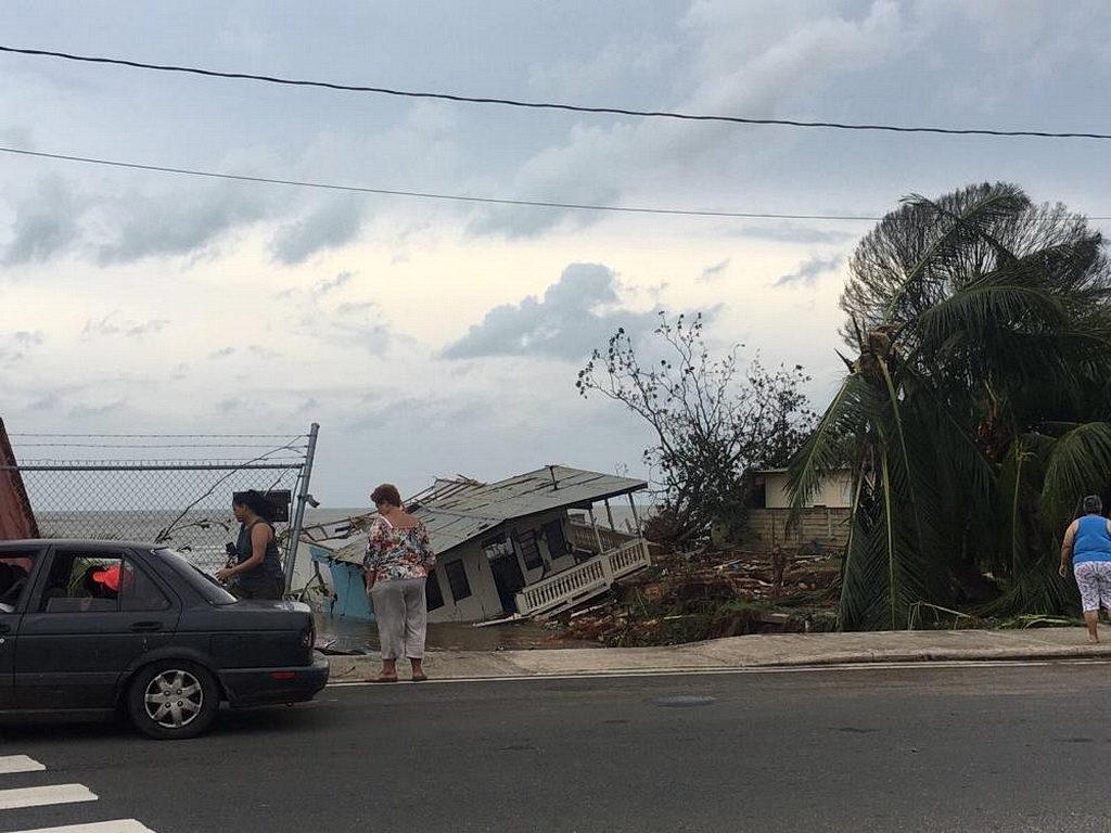 Ураган Мария произвел широкомасштабные разрушения в Пуэрто-Рико, затронув много городов по острову. [Фото: Аделина Реинозо, Новости Интер-Американского дивизиона]